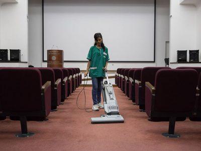 servizi-pulizia-sale-conferenze-cinema-oikos.jpg