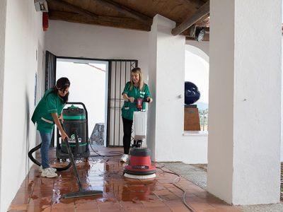 servizio-pulizia-esterni-pavimenti-oikos.jpg